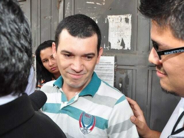 Hugleice da Silva deixando a cadeia em 2011 quando foi preso após aborto mal sucedido da cunhada. (Foto: Arquivo)