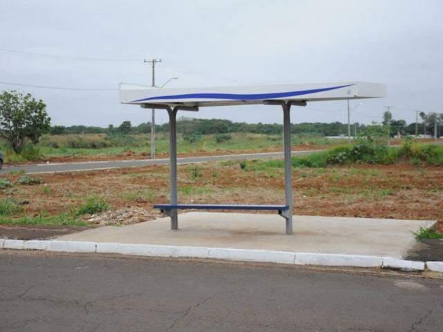 Ponto de ônibus na rua Taquarí. (Foto: Paulo Francis).