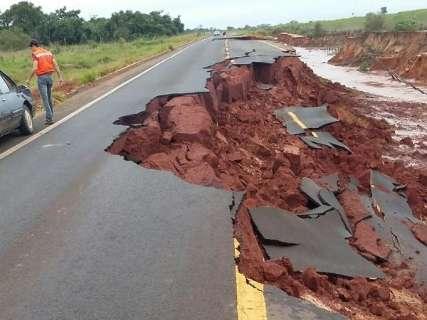 Com asfalto 'derretendo', governo terá de reconstruir 94 km de rodovia