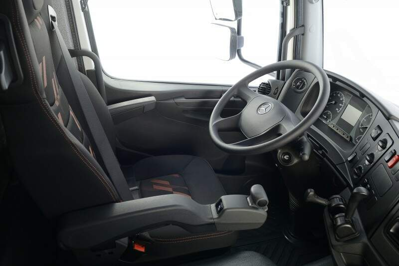 Mercedes-Benz caminhões apresenta linha 2017 com cockpit renovado