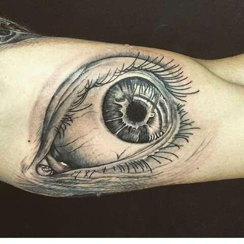 Estúdio de tatuagem lança camisetas com desenhos autorais em vários estilos