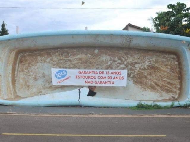 Piscina exposta em Campo Grande em março.