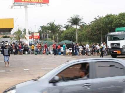 Consumidores enfrentam fila para comprar gás de cozinha neste sábado