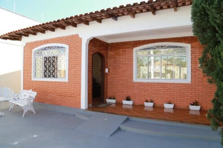 Casa tem varanda aconchegante para encontros e conversas entre idosos. (Foto: Alcides Neto)