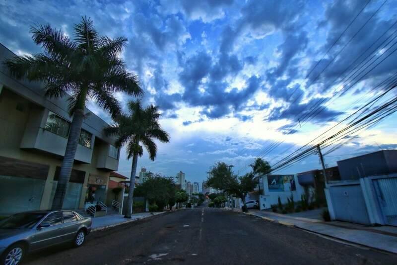 Segunda-feira em Campo Grande com mínima de 21ºC. (Foto: André Bittar)