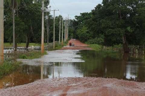 Nível do rio continua baixando e famílias começam a voltar para casa