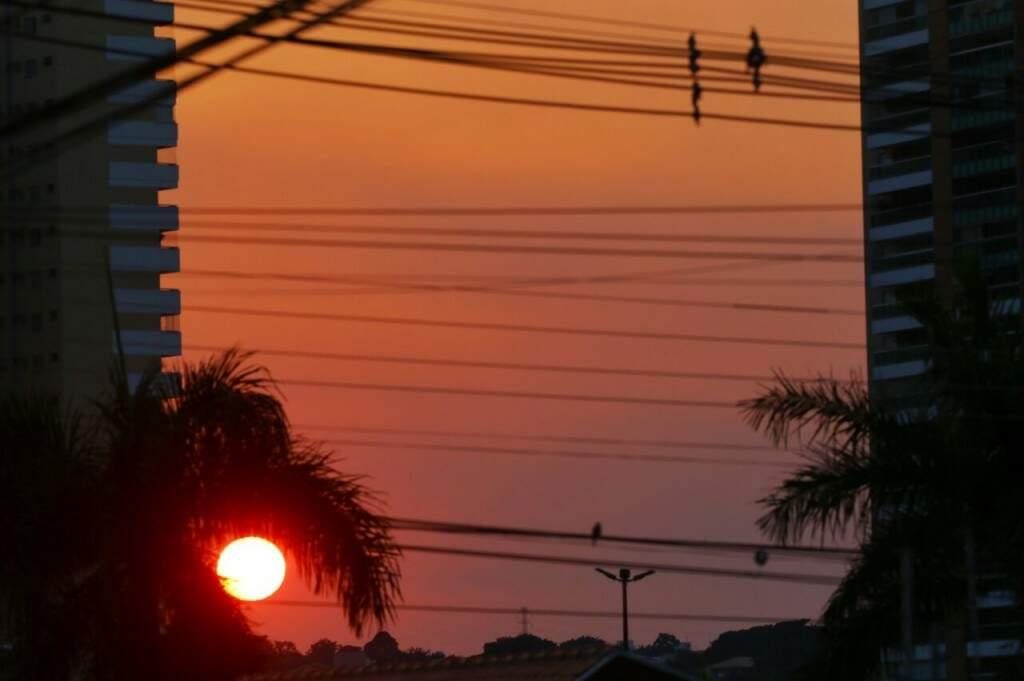Dia amanhecendo em Campo Grande. (Foto: André Bittar)