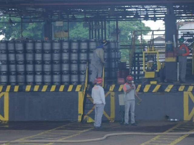Funcionários de estabelecimentos estão parados com a falta do gás de cozinha (Foto: Paulo Francis)
