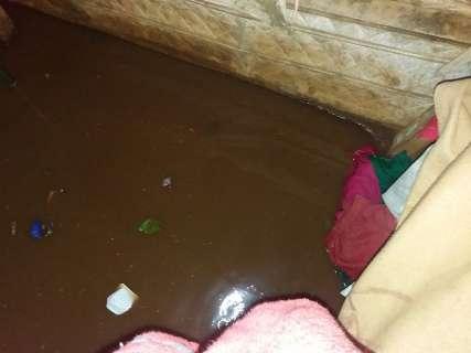 Chuva forte destrói estradas no interior e alaga casas na Capital