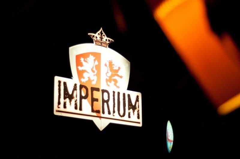 O Imperium bar fica na avenida Via Park, 327.