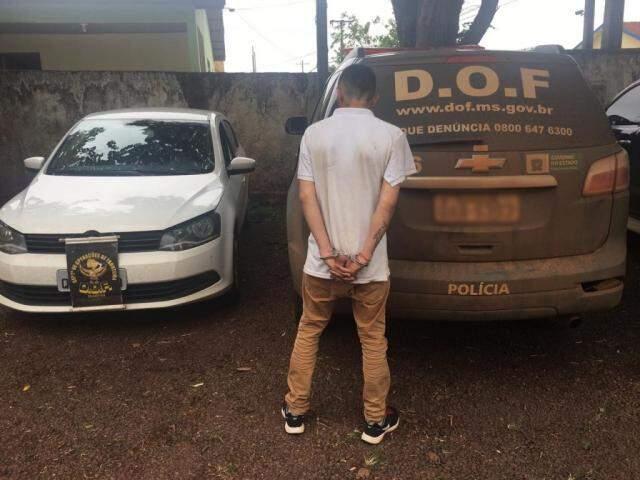 Jovem, de 23 anos, seguia viagem com apoio de outros dois suspeitos que não foram localizados. (Foto: Divulgação/DOF)