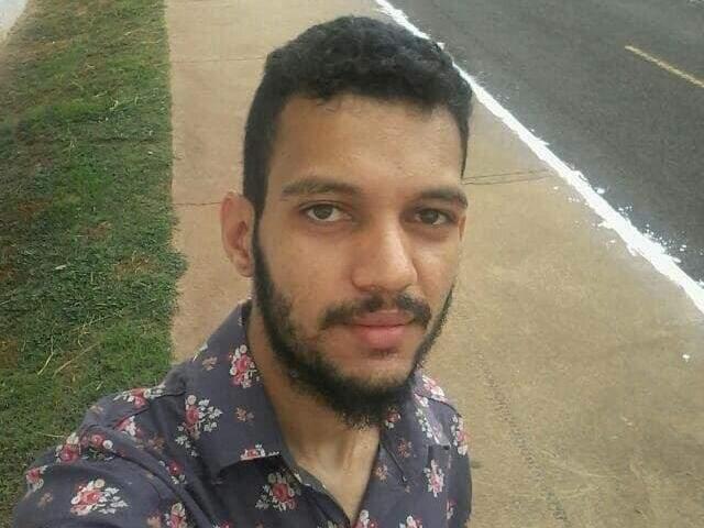 Moisés Luis da Silva Oliveira tinha 22 anos quando foi morto. (Foto: Reprodução/Facebook)