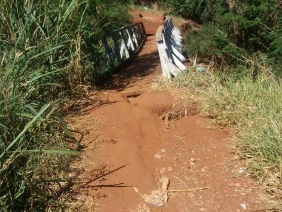 """""""Ponte"""" sobre o córrego Lageado (Foto: Direto das ruas)"""