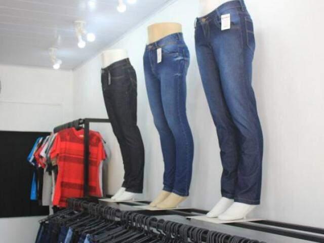Rede também vende mais de 20 modelos de calças masculinas.