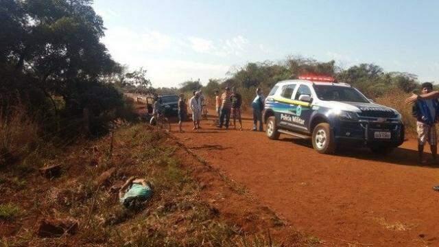 Corpo foi encontrado por moradores da região (Foto: Cido Costa)