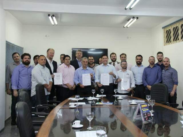 Empresários entregaram a candidatos carta com compromissos que esperam para fomentar o empreendedorismo no Estado. (Foto: Kísie Ainoã)