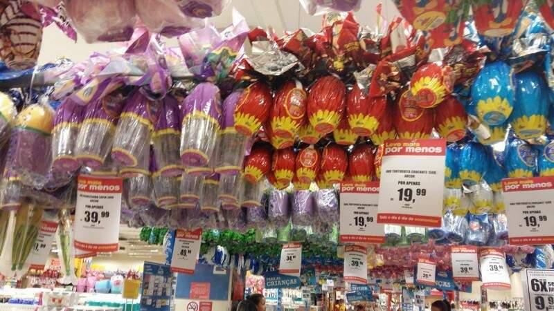 Na expectativa que vendas melhores, lojas dão descontos de até 40% em alguns Ovos de Páscoa (Foto: Direto das Ruas)