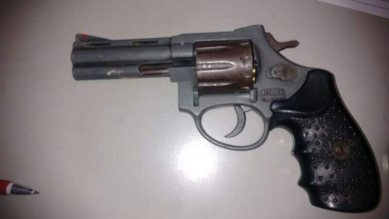 Arma usada por assaltante para atirar em policiais (Foto: Divulgação)