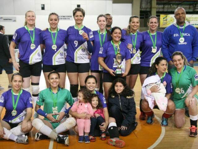Time feminino da AABB/Uniderp campeão da Copa Pantanal de voleibol (Foto: FVMS/Divulgação)