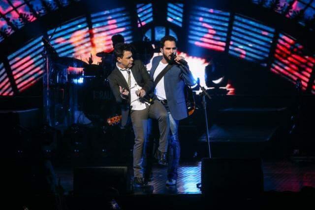 A dupla Zezé di Camargo e Luciano se apresenta no 1° dia do festival (Foto: Divulgação)