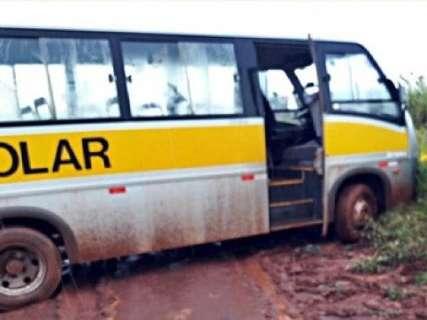 Chuvas pioram estradas e alunos ficam sem aula em assentamentos
