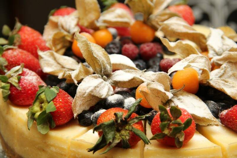 Para o final de ano, eles ainda criaram o cheesecake especial 'Noel', que em francês significa 'Natal', feito de frutas vermelhas na linha do naked cake. (Foto: Marcos Ermínio)