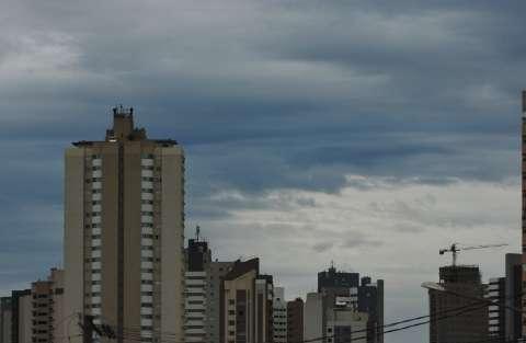 Ano se despede com tempo nublado e pancadas de chuva em MS