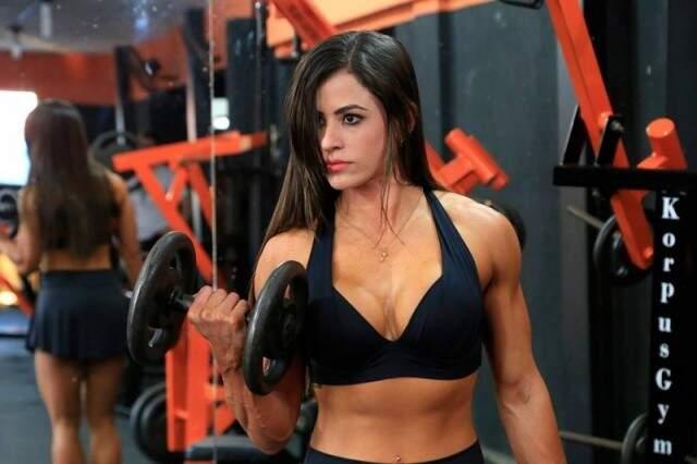 Juliana Foscaches é campeã sul-americana de fisiculturismo na categoria toned. (Foto: arquivo)