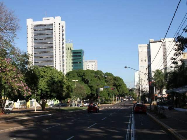 Avenida Afonso Pena vazia em dia de jogo do Brasil na Copa do Mundo. (Foto: Saul Schramm/Arquivo).
