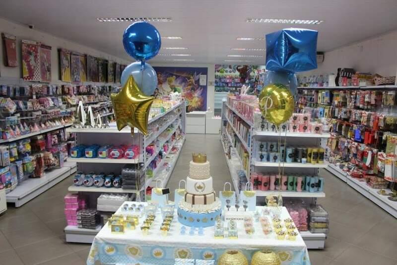 Boutique também tem mesas montadas, como sugestões para aniversários.