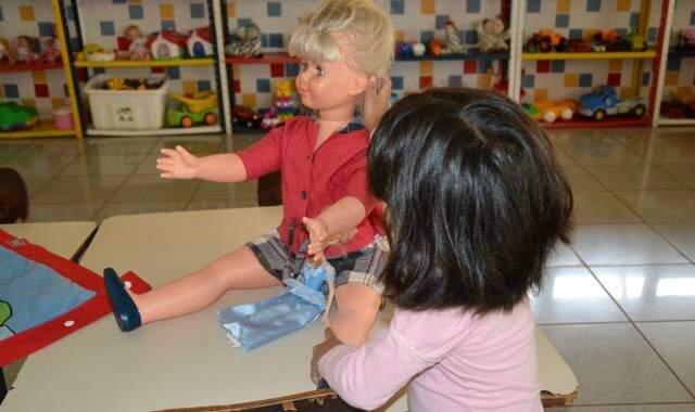 Quando menores, crianças têm mais facilidade de adaptação, mas não significa que as maiores sejam caso impossível. (Foto: Arquivo/Simão Nogueira)