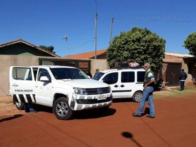 Fiscais da Agepan abordaram Fiat Doblô suspeito de transporte irregular de passageiros (Foto: Divulgação)