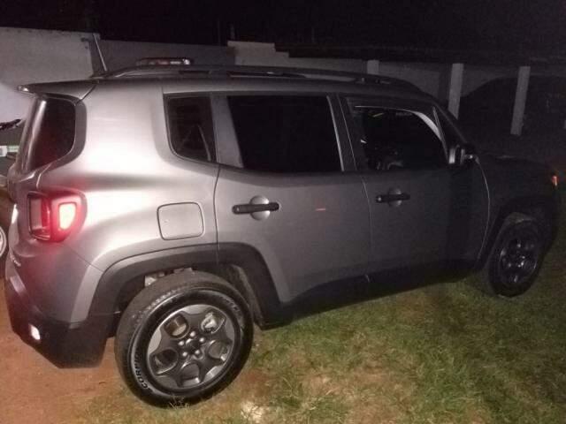 Jeep furtado apreendido pela polícia (Foto: DOF)