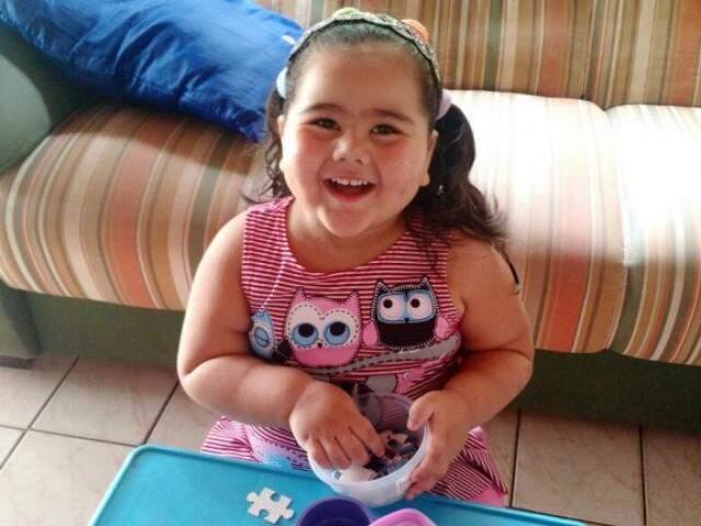 Aos 3 anos, Sophie só pode voltar para casa se conseguir 42 mil para aparelho