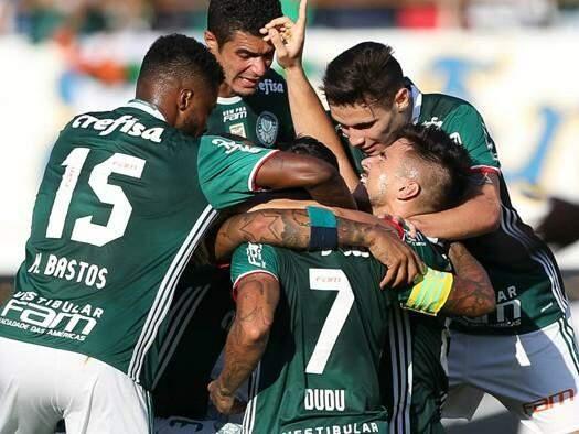 Comemoração após a vitória do Palmeiras, que na quarta enfrente o Corinthians em mais um clássico do Campeonato. (Foto: Página Oficial Palmeiras)