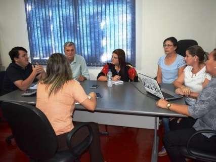 Sem combustível e merenda, prefeitura suspende aulas em Vicentina