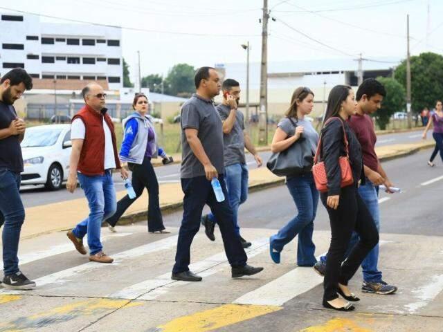 Movimentação no local está intensa, mas o trânsito segue normalmente. (Foto: Marcos Ermínio).