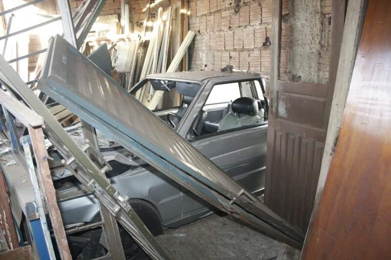 No interior da loja, vários materiais ficaram danificados. (Foto: Marcos Ermínio)