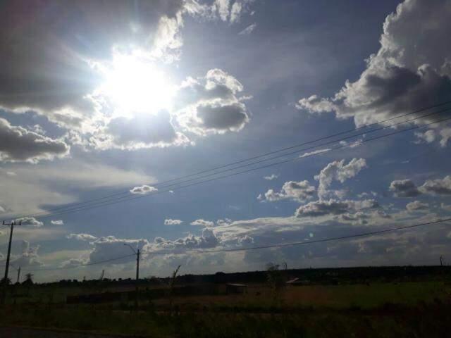 Sol aparece sempre entre nuvens pelos próximos dias, no Estado. (Foto: Saul Schramm)