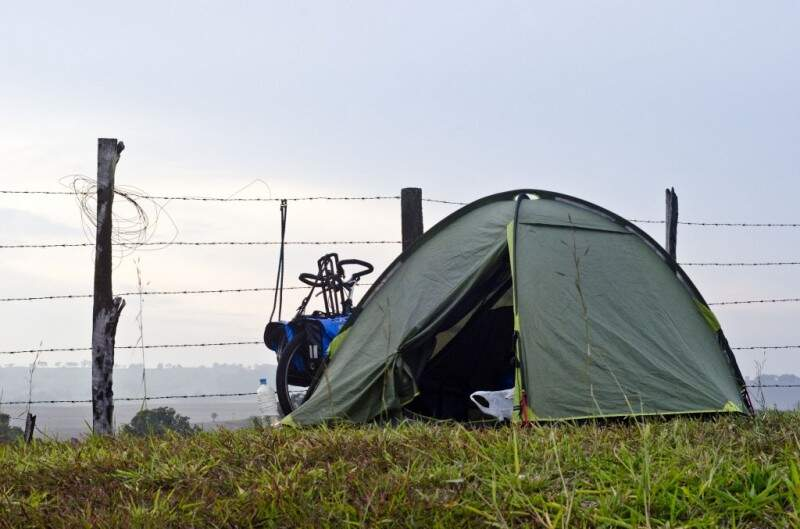 Vida de viajante e os acampamentos pela estrada. (Arquivo do projeto)