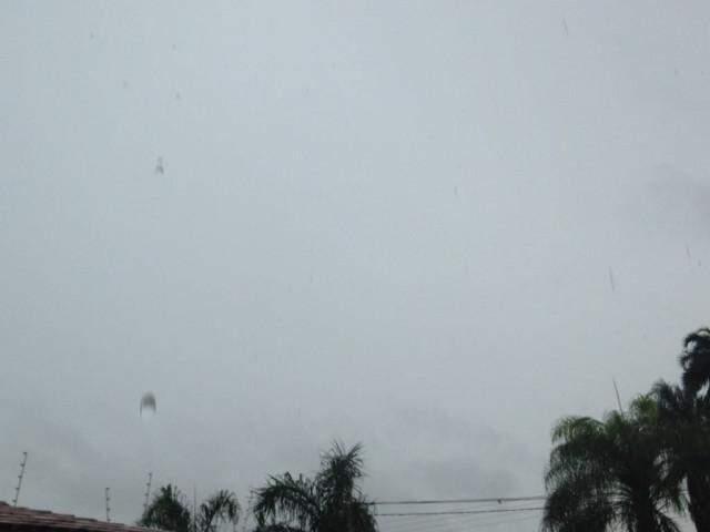 Céu nublado anuncia mais chuva em Campo Grande (Foto: Samuel Isidoro)