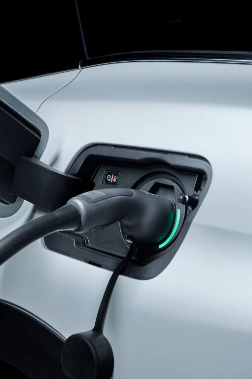 Peugeot lança 3008 GT Hybrid4