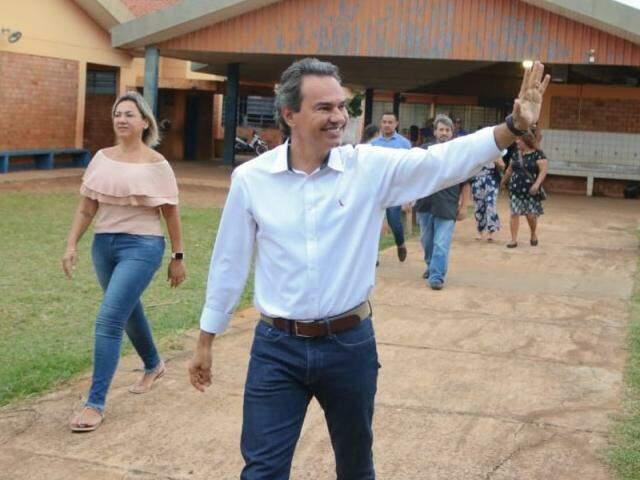 Marquinhos chega no Bairro Nova Campo Grande para entrega de uma horta urbana (Foto: Marcos Maluf)