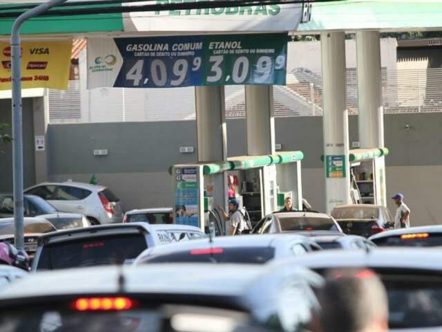 Consumidores poderão monitorar em tempo real preço cobrado pelos postos (Foto: Saul Schramm)