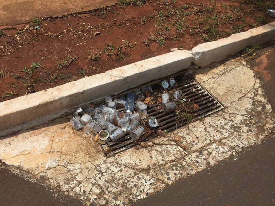 Bueiro da Avenida dos Poetas após corrida de rua realizada recentemente no Parque dos Poderes; a ideia é evitar essa cena nos Jogos Radicais Urbanos
