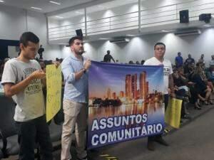 Poucos manifestantes apareceram na Câmara hoje (Foto: Fernanda Palheta)