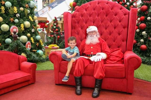 Magia do Natal pode custar até R$ 500 para Papai Noel entregar presentes