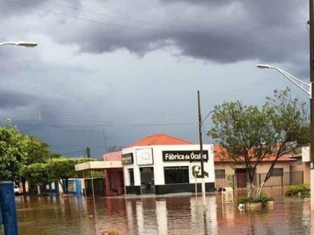 Situação de Itaporã apos temporal de ontem. (Foto: Itaporã News)