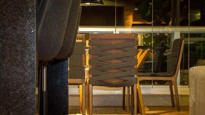 Atenção para o detalhe da cadeira de jantar. (Foto: Janaína Lott)