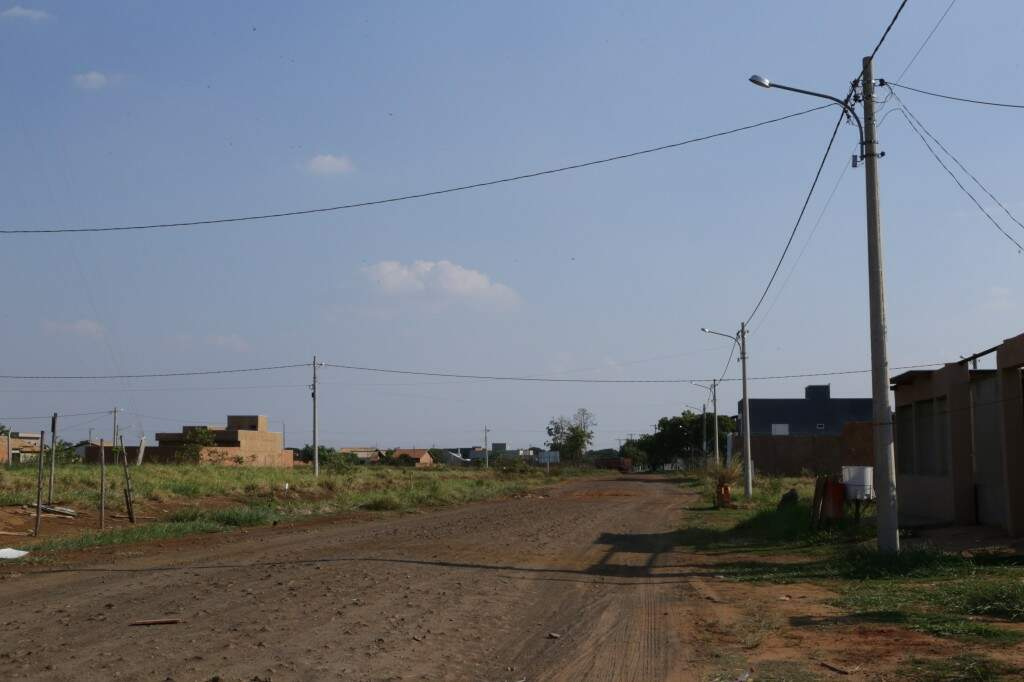 As ruas ainda sem asfalto também seguem sem fluxo de carros.
